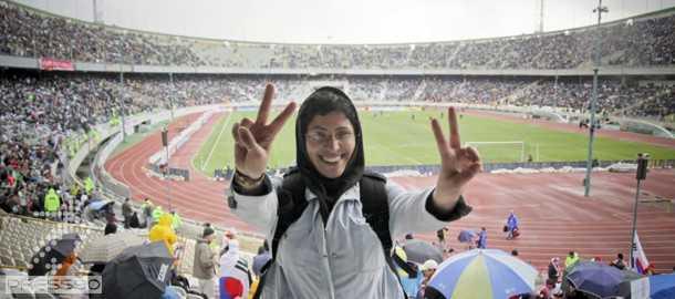 حضور خانمهاي ايراني در ورزشگاه آزادي ، براي اولين بار بعد از انقلاب