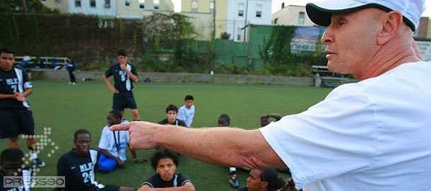 مربي مدارس فوتبال