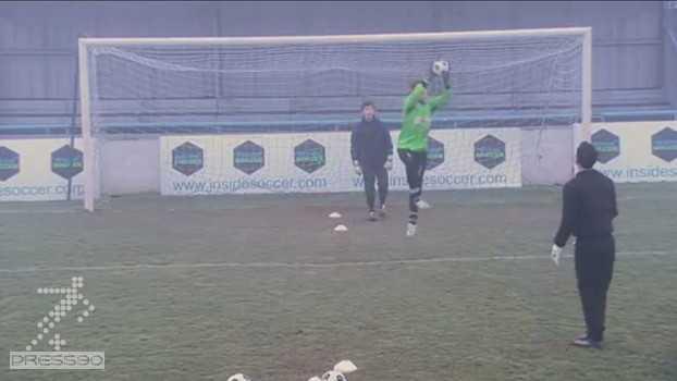 adults goalkeeping dealing with crosses دانلود ویدئو آموزش مهار توپهای بلند