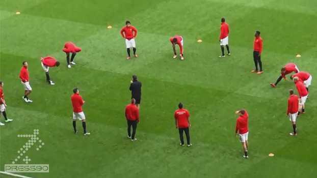 گرم کردن تیم منچستر یونایتد قبل از بازی با تاتنهام