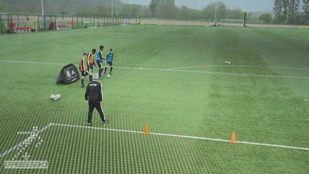 تمرین یک در مقابل یک فوتبال