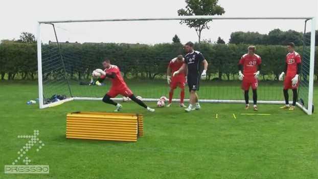 جلسه تمرین دروازه بانی تیم فوتبال والسال انگلستان زیر نظر مربی حرفه ای نیل کاتلر
