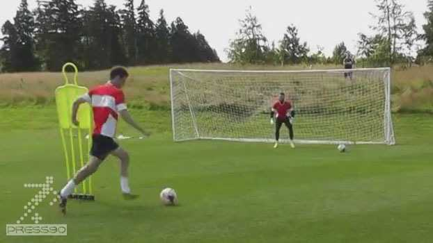 تمرین مهاجم فوتبال