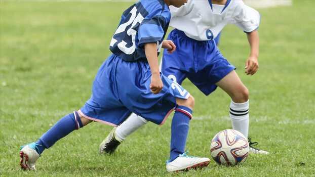 دریبل : تمرین یک در مقابل یک تحت فشار ویژه سنین ۱۳ سال به بالا